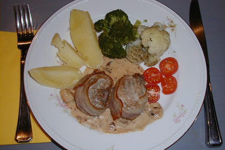 Filets mignons au lard et légumes