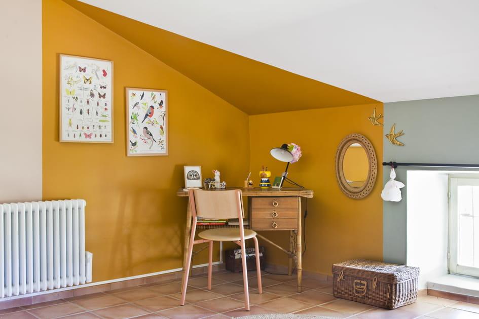 Bureau jaune et bois