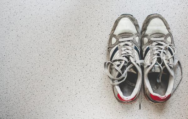 58146f4ad8a Comment nettoyer ses baskets blanches en cuir   Conseils d entretien