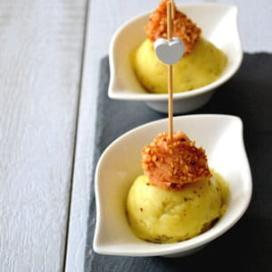 dés de saumon & pommes de terre aux herbes