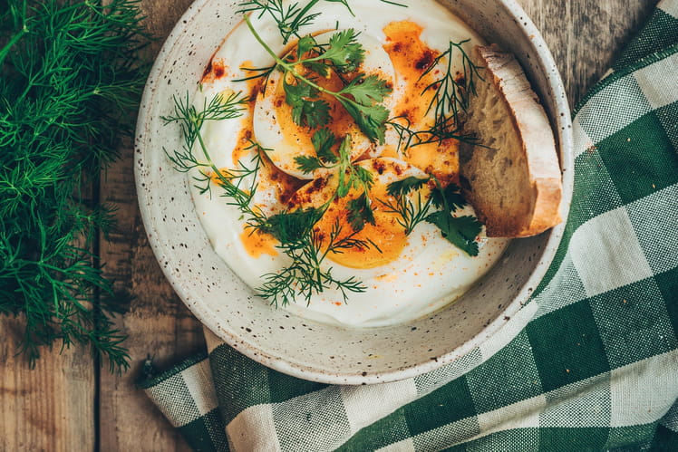 Bol au yaourt épicé façon turkish eggs