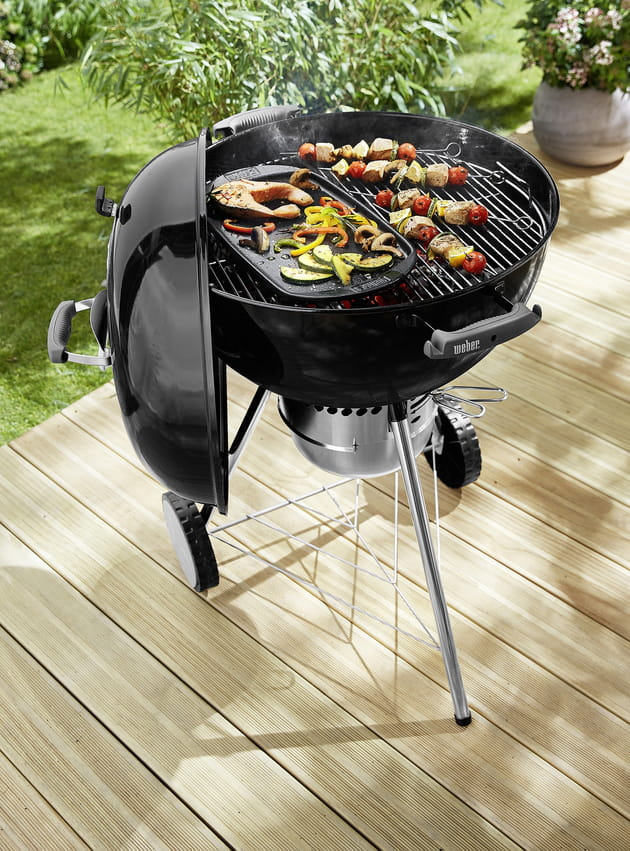 barbecue charbon de bois weber chez castorama. Black Bedroom Furniture Sets. Home Design Ideas
