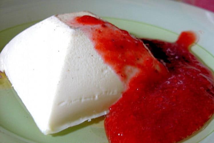 Panna cotta à la vanille et son coulis de fraises