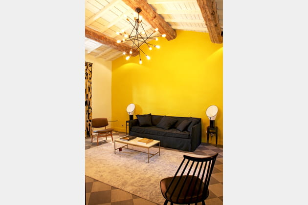 pan de mur jaune d 39 or. Black Bedroom Furniture Sets. Home Design Ideas