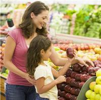 apprenez à votre enfant à reconnaître les aliments qu'il peut ou non consommer.
