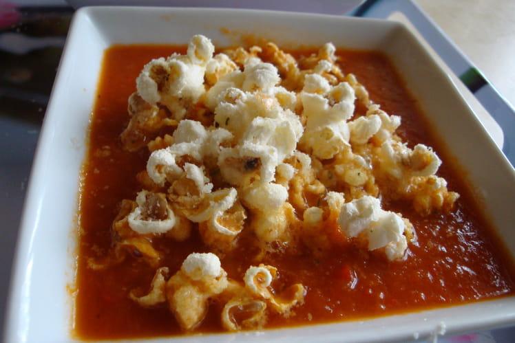 Velouté de tomates épicé au pop corn et parmesan