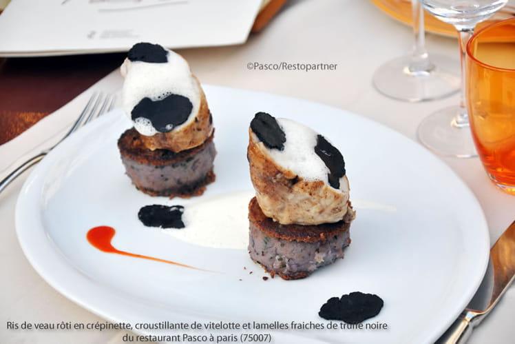 Ris de veau rôti en crépinette, croustillante de vitelotte et lamelles fraiches de truffe noire
