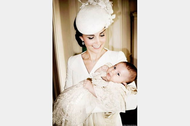Kate, tenant Charlotte après son baptême