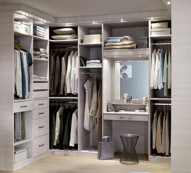 comment am nager un dressing d 39 angle. Black Bedroom Furniture Sets. Home Design Ideas