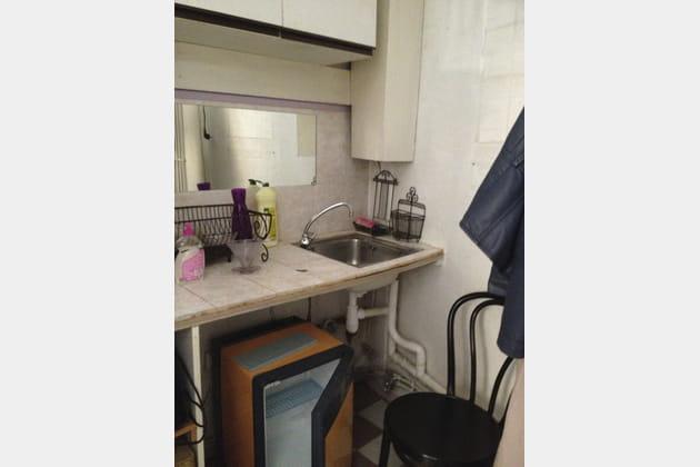 Une kitchenette mal équipée