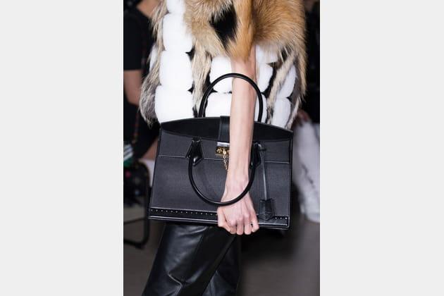 Louis Vuitton (Close Up) - photo 4