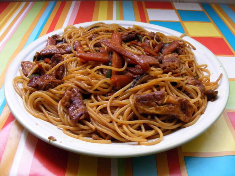 recette de spaghettis sauce soja la recette facile. Black Bedroom Furniture Sets. Home Design Ideas