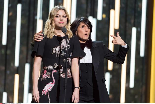 Selfie avec Louane, pour la fille de la maîtresse de cérémonie, Toni