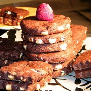 sablés chocolat noir et blanc, framboises