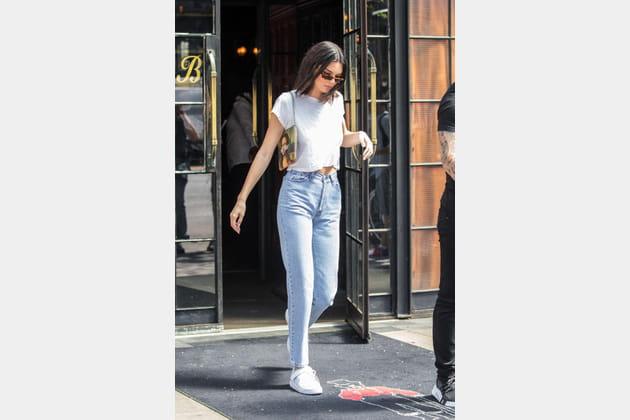 "Kendall Jenner et sa pochette ""Da Vinci"" Louis Vuitton X Jeff Koons"