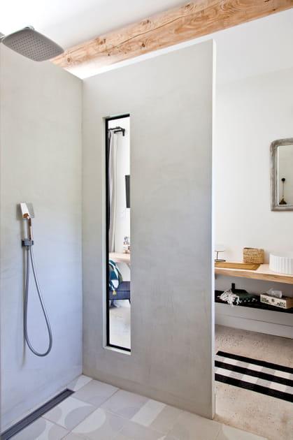 Béton ciré clair dans la douche