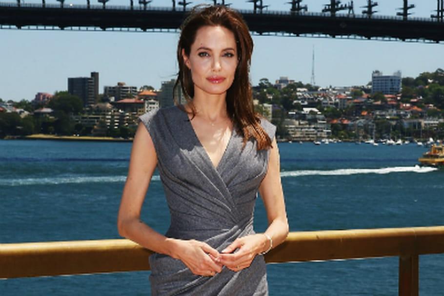 Le look people du jour: Angelina Jolie, sobre et élégante