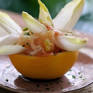 pamplemousse aux endives et aux crevettes roses
