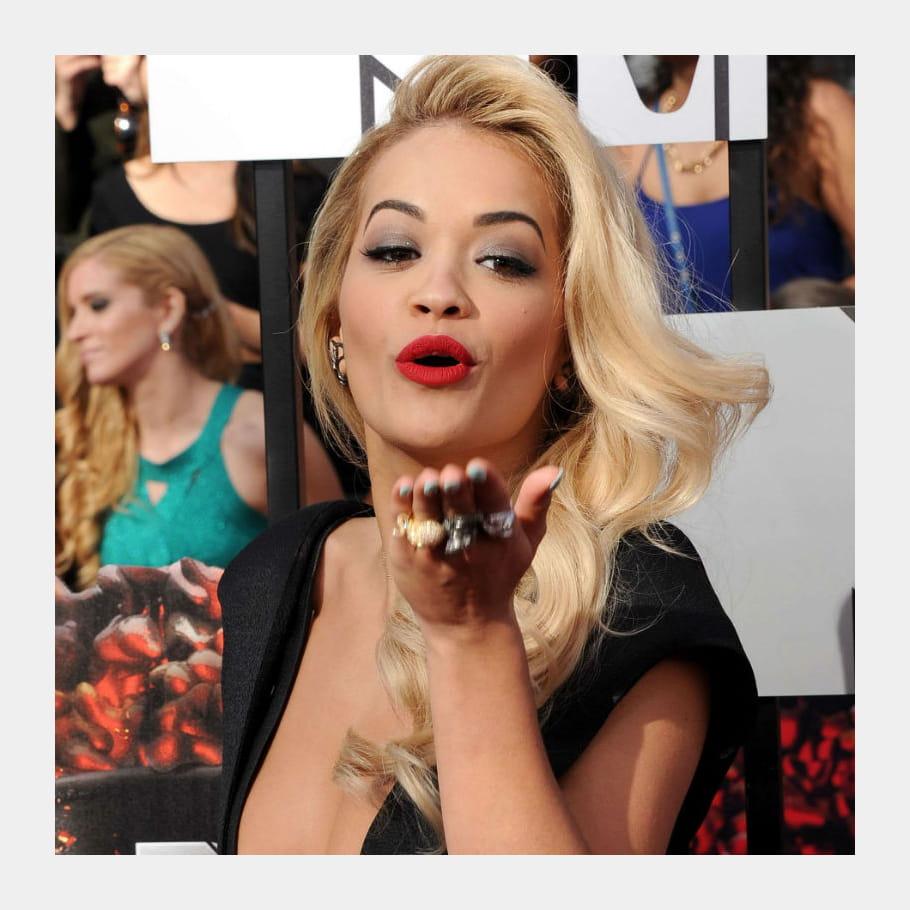 Rita Ora, à gorge déployée