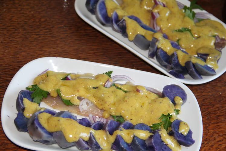 Assiette de pommes de terre vitelottes aux harengs fumés