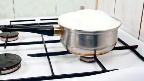 Comment faire bouillir lait sans débordement
