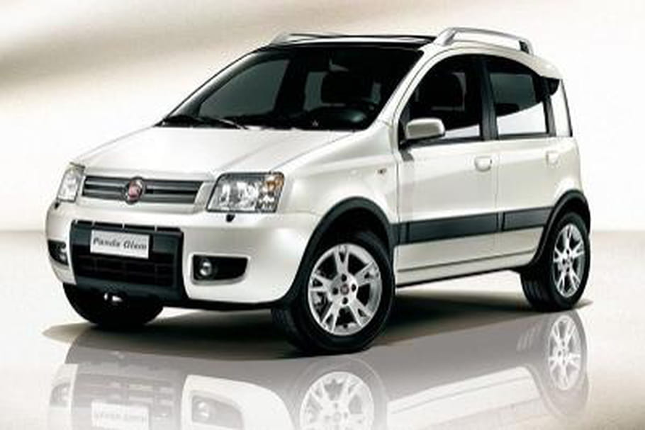fiat panda 4x4 suv de l 39 ann e 2012. Black Bedroom Furniture Sets. Home Design Ideas