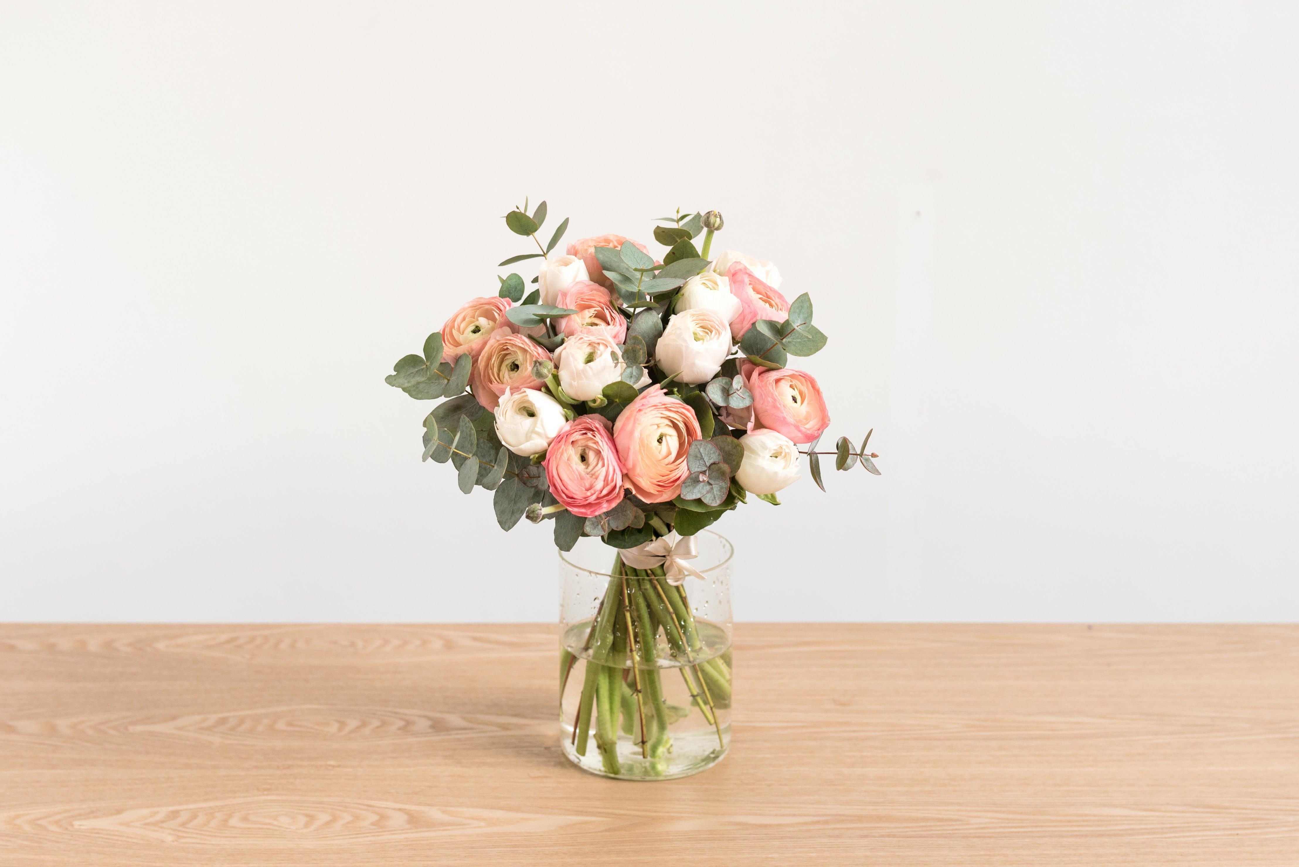 bergamotte x maison sarah lavoine : un bouquet de renoncules à (s