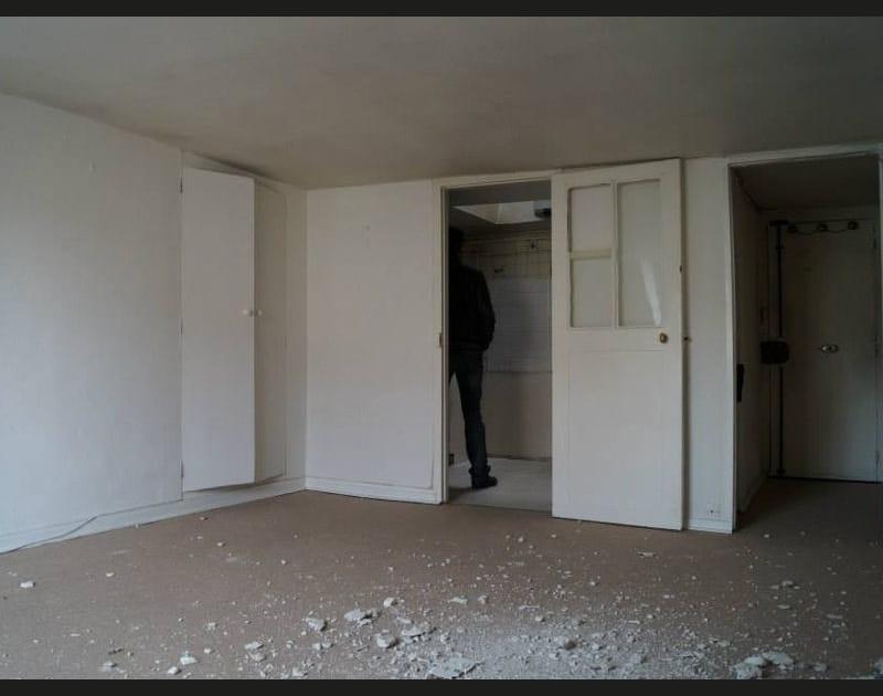Une entrée donnant directement dans le salon