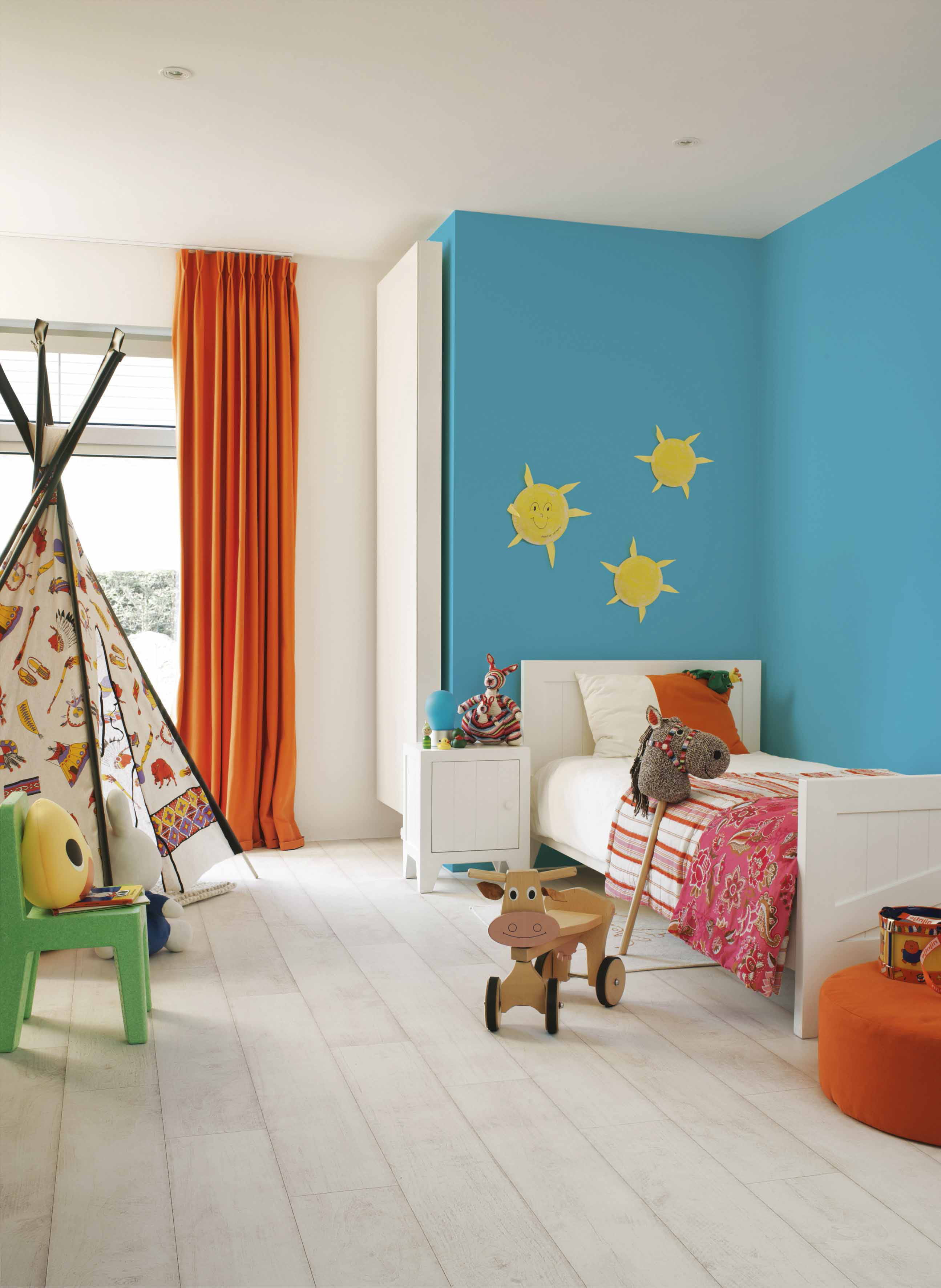 un sol stratifi blanchi chez lapeyre. Black Bedroom Furniture Sets. Home Design Ideas