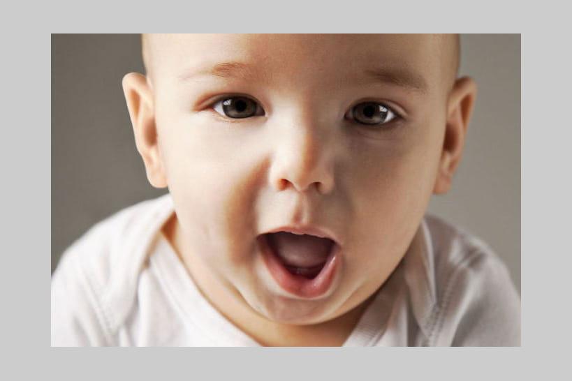 Apprentissage du langage: à quel âge bébé parle-t-il vraiment?