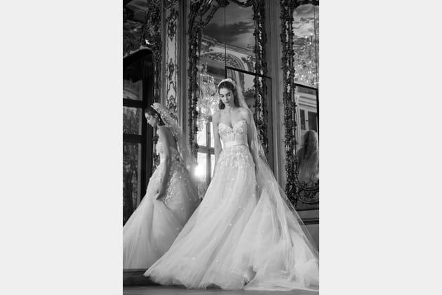 Une robe de mariée cintrée