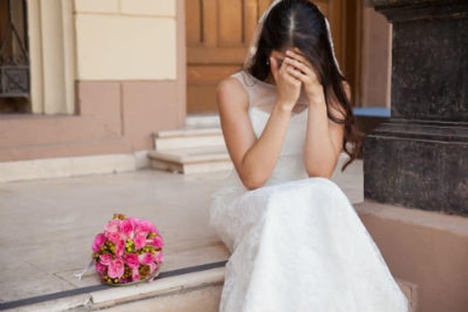Face au visage de sa femme, il demande le divorce