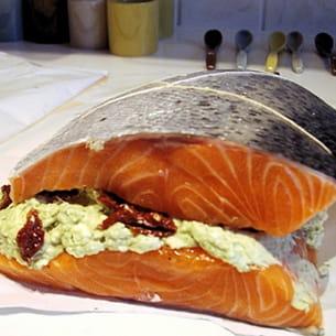 saumon farci au fromage frais et au pesto