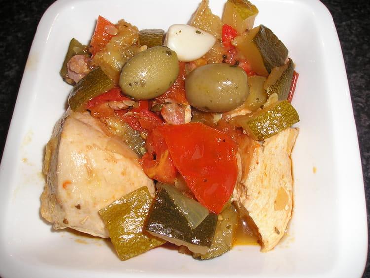 Recette de poulet aux olives et ses l gumes la recette - Cuisiner un poulet entier ...