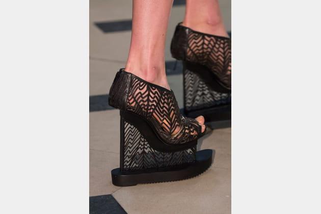 Les chaussures à plateforme du défilé Iris Van Herpen