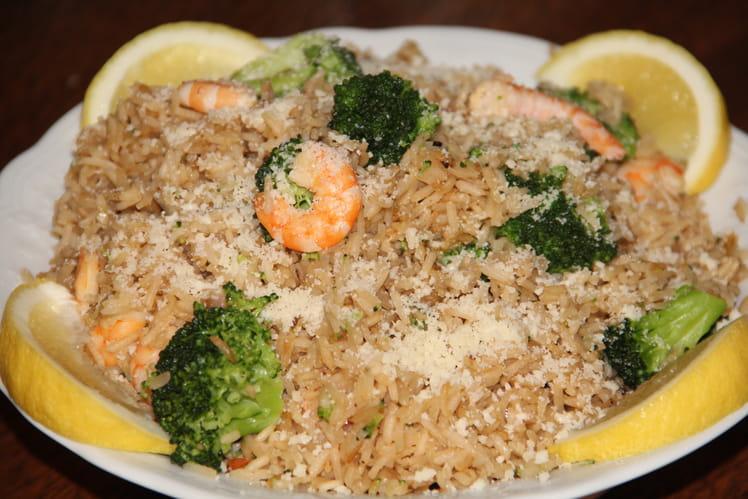 Riz sauté aux crevettes et brocolis