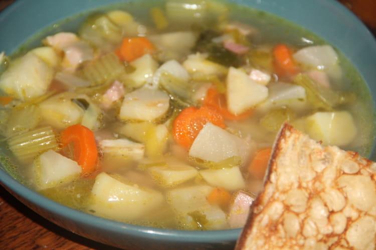Soupe paysanne aux légumes d'hiver et entame de jambon