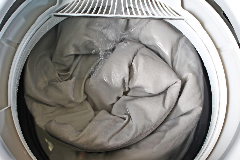 Nettoyer Le Lave Linge Au Bicarbonate nettoyer une couette et des oreillers