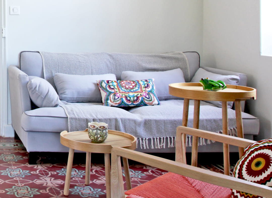 16 idées chic et pas chères pour relooker son canapé et le ...