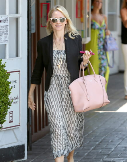 "Naomi Watts et son ""Lockit"" de Louis Vuitton"
