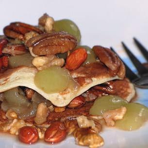 blinis aux fruits secs et raisins frais