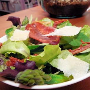 salade asperges, tomates séchées et parmesan
