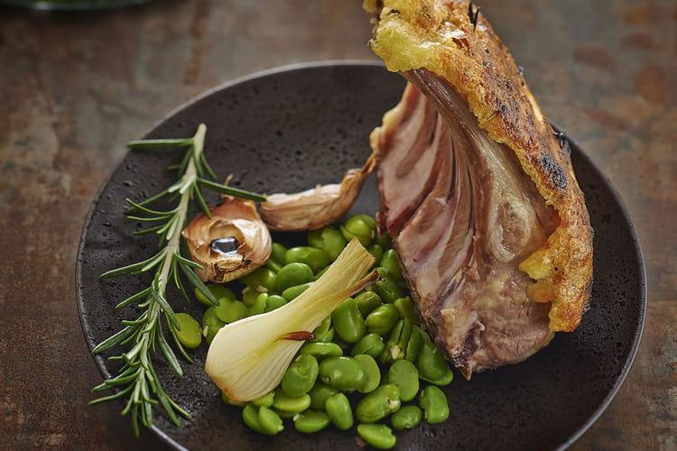 Carré d'agneau en croûte de Raclette de Savoie & févettes
