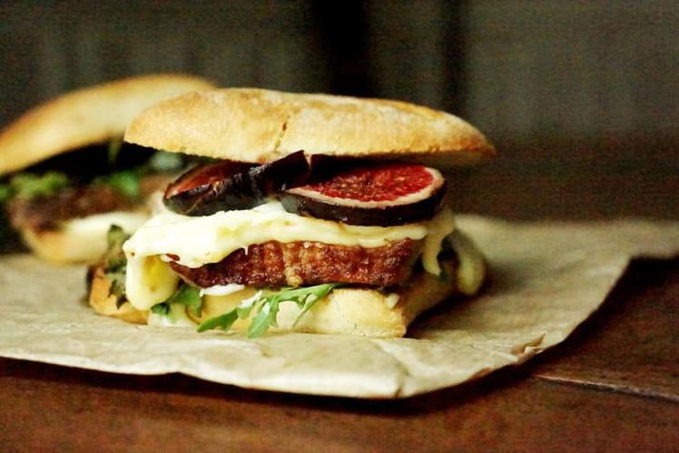 Burger au canard, figues et reblochon