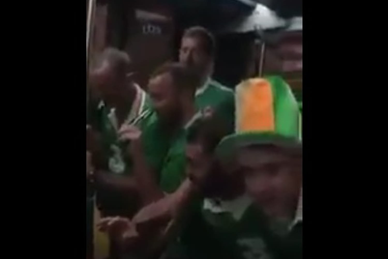 VIDEO : Des supporters irlandais chantent une berceuse à un bébé...