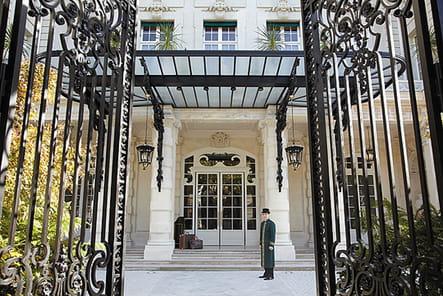 Le Shangri-La Paris, un hôtel chargé d'histoire