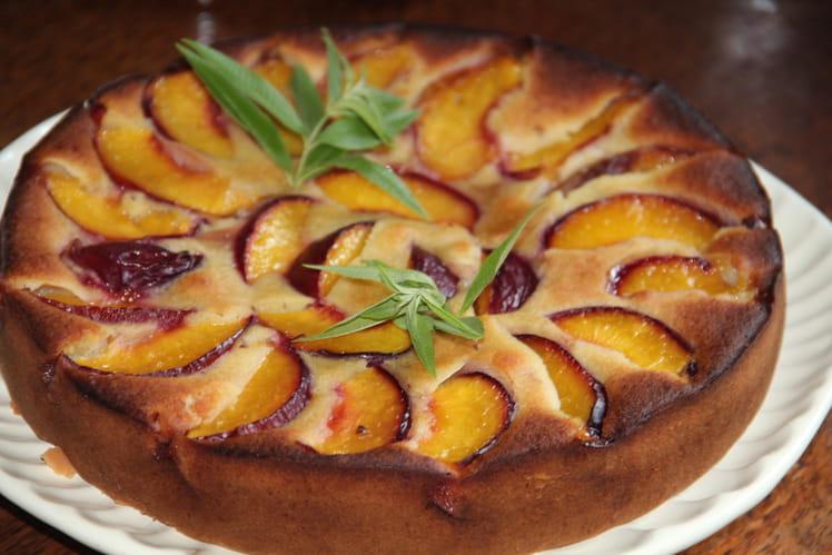 Gâteau moelleux aux nectarines, sirop de verveine, citronnelle maison