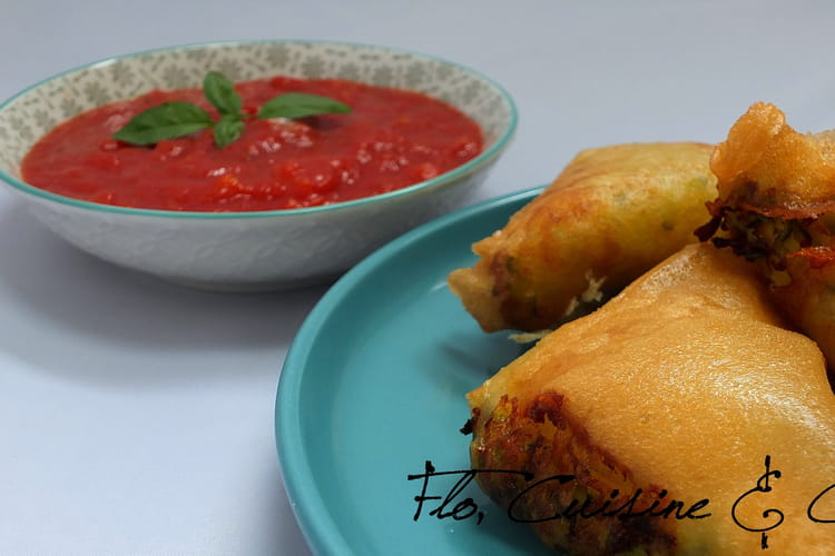 Samoussas frits de courgettes, chèvre et curry