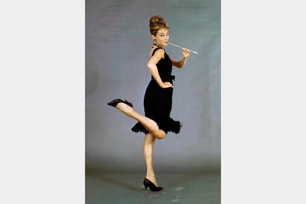 Audrey Hepburn en robe noire