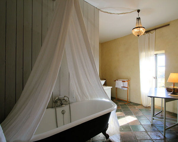 cr er un ciel de bain. Black Bedroom Furniture Sets. Home Design Ideas